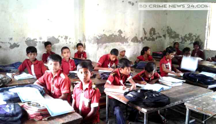 নরসিংদী প্রাথমিক বিদ্যালয়ে শ্রেণী কক্ষের সংকট, পাঠধান ব্যাহত, নতুন ভবনের দাবী