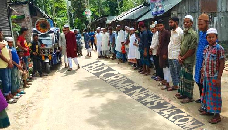 ফরিদগঞ্জে সন্ত্রাসী হামলার প্রতিবাদে মানববন্ধন